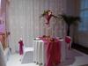 décoration de table mariage avec vase martini et composition florale